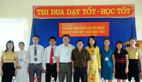 Khoa KT&QTKD to chuc thanh cong Le bao ve khoa luan tot nghiep nam 2012