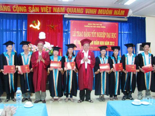 Le phat bang tot nghiep Dai hoc SP Mam non, Dai hoc ke toan he vua lam vua hoc nam 2012