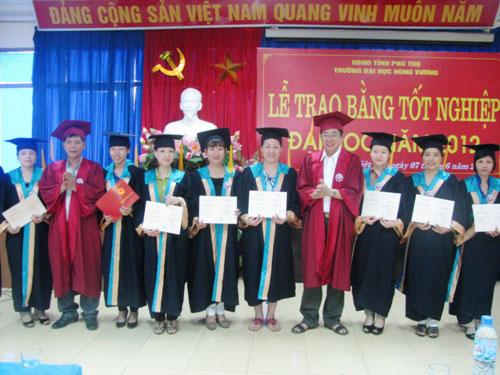160 hoc vien nhan bang tot nghiep Dai hoc su pham Mam non va Dai hoc Ke toan, he lien thong nam 2012