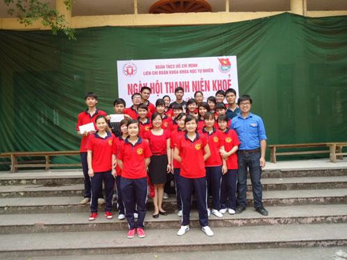 Lien chi doan Khoa Khoa hoc Tu nhien to chuc cac hoat dong chao mung 82 nam ngay thanh lap Doan TNCS Ho Chi Minh