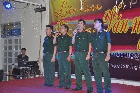 Chuong trinh Lien hoan Van hoa van nghe chao mung thanh lap Trung tam Giao duc Quoc phong va an ninh cua Truong Dai hoc Hung Vuong