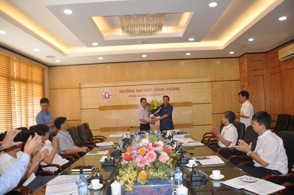Hoi dong truong Truong Dai hoc Hung Vuong hop phien thu 6, nhiem ky 2015 – 2020