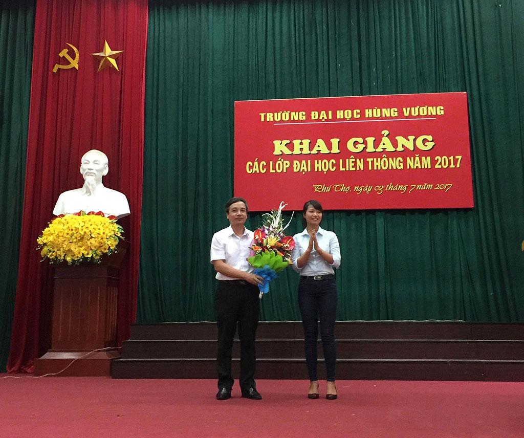 Truong Dai hoc Hung Vuong to chuc Khai giang cac lop Dai hoc Lien thong nam 2017