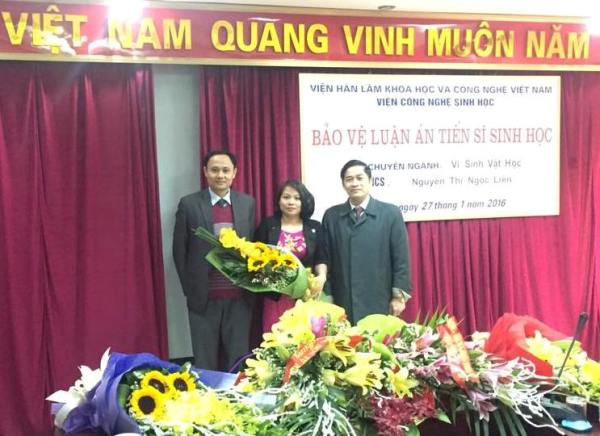Nghien cuu sinh Nguyen Thi Ngoc Lien bao ve thanh cong luan an Tien si