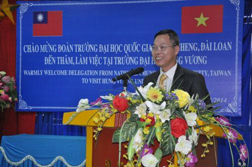 Doan chuyen gia cua Truong Dai hoc Chung Cheng, Dai Loan tham va lam viec voi Truong Dai hoc Hung Vuong