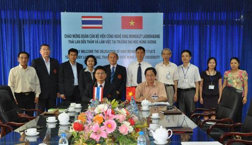 Doan chuyen gia cua Hoc vien Cong nghe King Mongkut, Ladkrabang, Thai Lan tham va lam viec tai Truong Dai hoc Hung Vuong