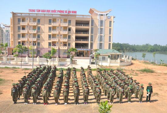 Truong Dai hoc Hung Vuong to chuc khai mac dot hoc Giao duc quoc phong an ninh tap trung cho sinh vien K12 cao dang