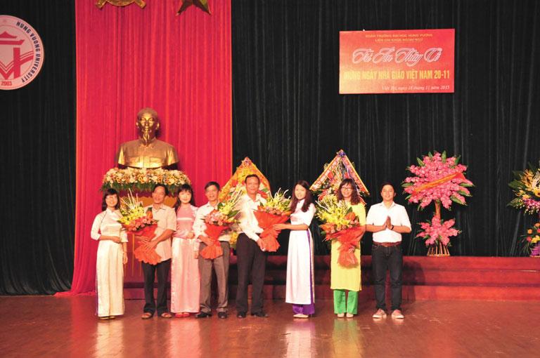 Truong Dai hoc Hung Vuong to chuc nhieu hoat dong ky niem ngay Nha giao Viet Nam 20/11
