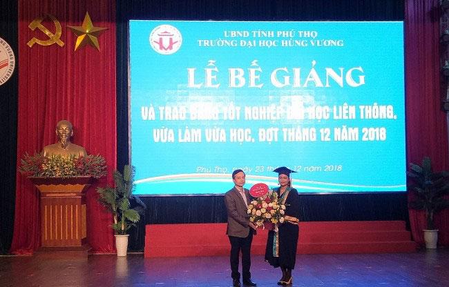 Le Be giang va trao bang tot nghiep Dai hoc lien thong he VLVH (dot thang 12/2018)