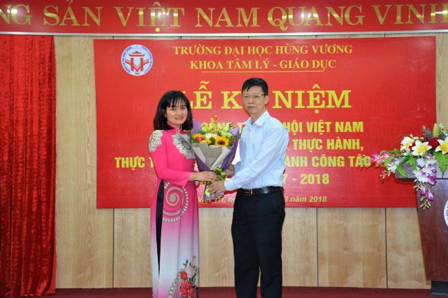 Truong DH Hung Vuong to chuc ky niem ngay Cong tac Xa hoi Viet Nam va bao cao ket qua thuc hanh, thuc tap cua sinh vien nganh Cong tac Xa hoi, nam hoc 2017-2018