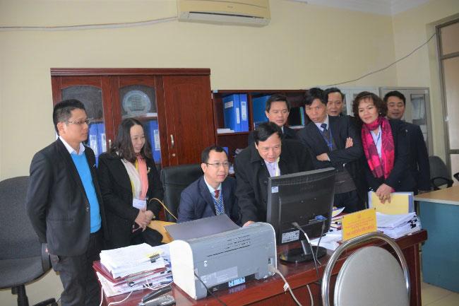 Doan chuyen gia danh gia ngoai khao sat co so vat chat Truong Dai hoc Hung Vuong