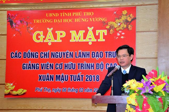 Gap mat cac dong chi nguyen la Lanh dao truong, cac dong chi giang vien co huu trinh do cao nhan dip xuan Mau Tuat 2018