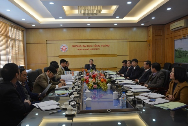 Hoi nghi Hoi dong truong Truong Dai hoc Hung Vuong hop phien thu 7, nhiem ky 2015-2020 thanh cong tot dep