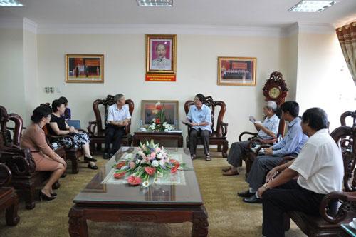Ong Luu Tam Chan – Tham tan Van hoa Dai su quan Trung Quoc tai Viet Nam den tham, lam viec voi Truong Dai hoc Hung Vuong