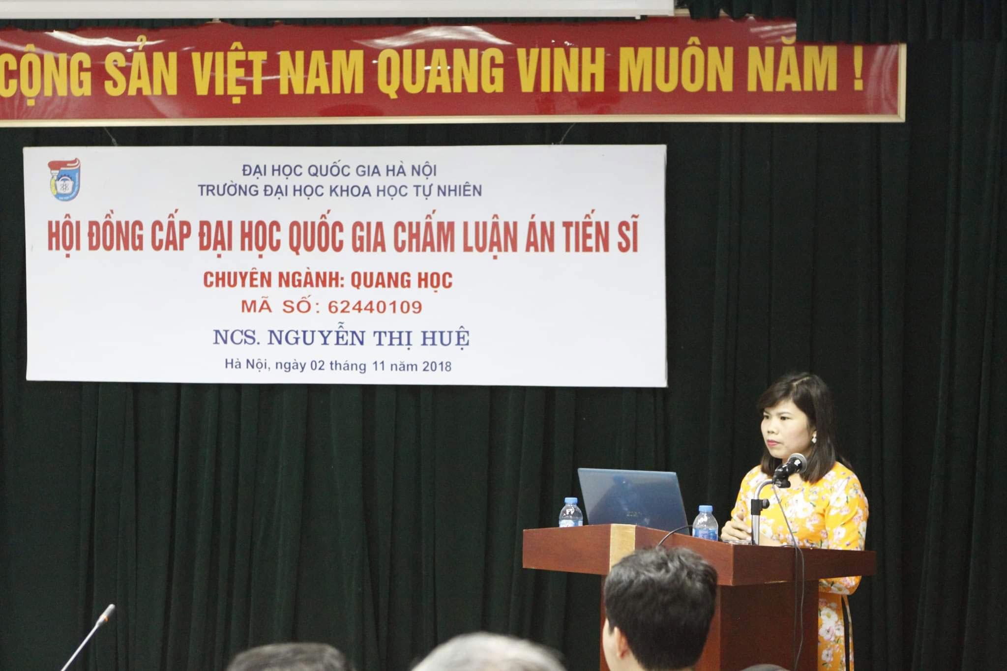 Nghien cuu sinh Nguyen Thi Hue bao ve thanh cong luan an Tien si