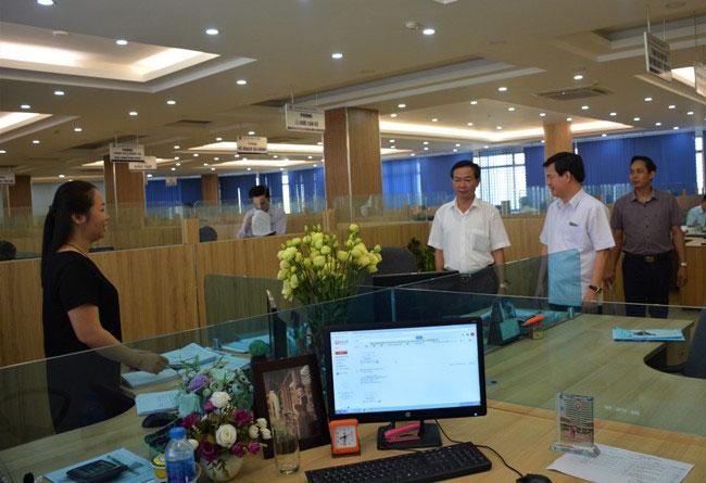 Trung tam Hanh chinh - Khong gian lam viec hien dai cua Truong DH Hung Vuong