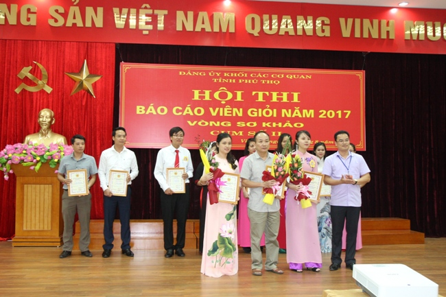 GV, Ths. Dinh Thi Thu Phuong - Khoa Ly luan Chinh tri xuat sac gianh giai nhat cum 2 Hoi thi Bao cao vien gioi nam 2017