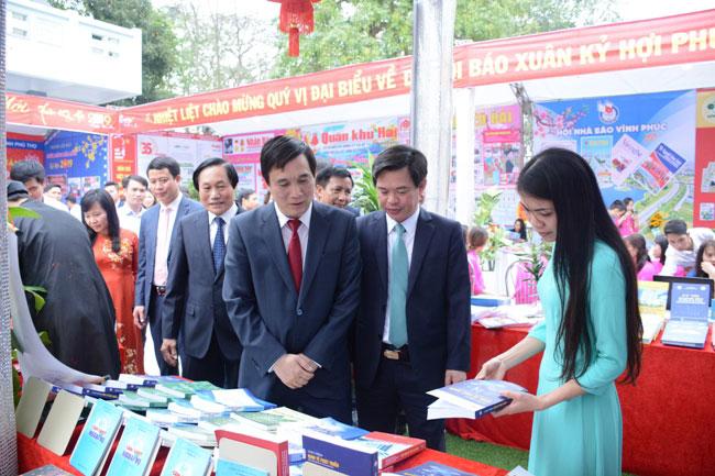 Truong Dai hoc Hung Vuong tham gia Hoi bao xuan Ky Hoi 2019