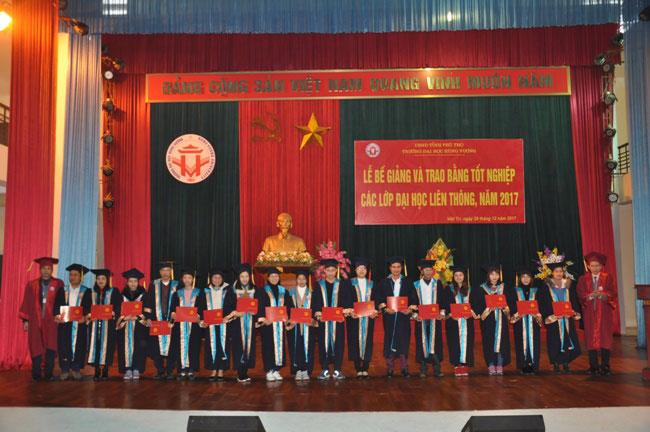 Le Be giang va trao bang tot nghiep cac lop Dai hoc lien thong nam 2017