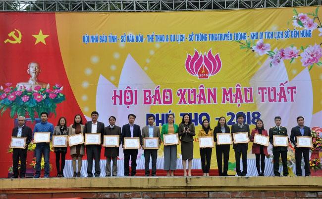 Be mac Hoi bao xuan Mau Tuat 2018