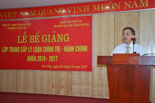 Truong Dai hoc Hung Vuong phoi hop voi Truong Chinh tri Tinh Phu Tho to chuc Le be giang lop Trung cap ly luan chinh tri - hanh chinh khoa 2016 – 2017