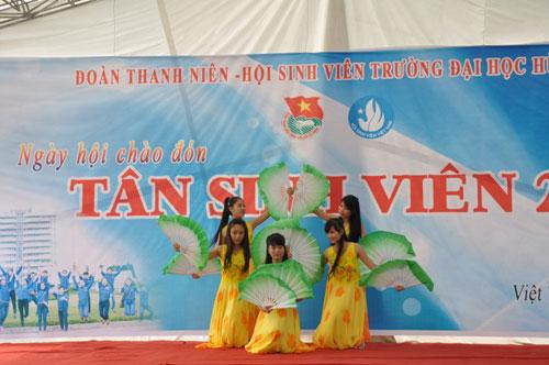 "Truong Dai hoc Hung Vuong to chuc thanh cong ""Ngay hoi chao don tan sinh vien nam 2014"""