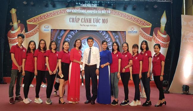 "Can bo, giang vien va sinh vien Truong Dai hoc Hung Vuong duoc vinh danh tai chuong trinh ""Chap canh uoc mo"" nam 2018"