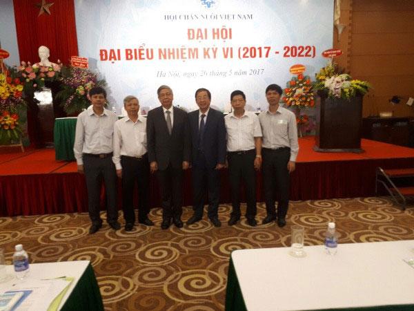 Chi hoi Chan nuoi Truong DH Hung Vuong tham du Dai hoi dai bieu Hoi Chan nuoi Viet Nam nhiem ki VI (2017 - 2022)