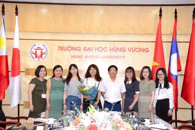 Gap mat chia tay tinh nguyen vien Trung Quoc tai Viet Nam