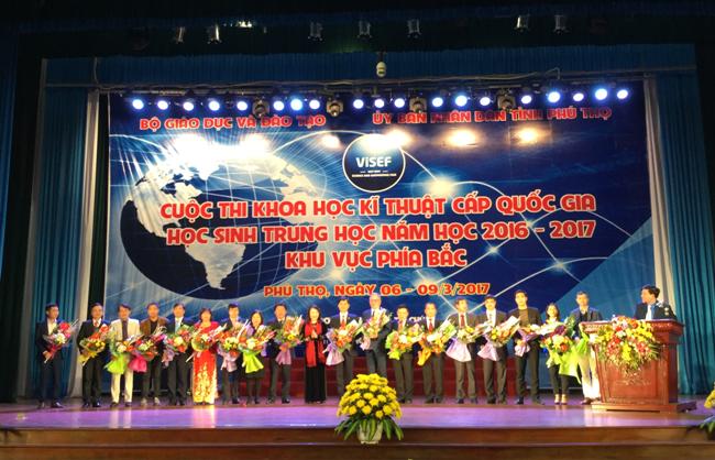 Truong Dai hoc Hung Vuong tham gia tai tro va trung bay tai cuoc thi khoa hoc ki thuat cáp quóc gia danh cho hoc sinh trung hoc nam hoc 2016 -2017 khu vuc phia Bac tai Phu Tho