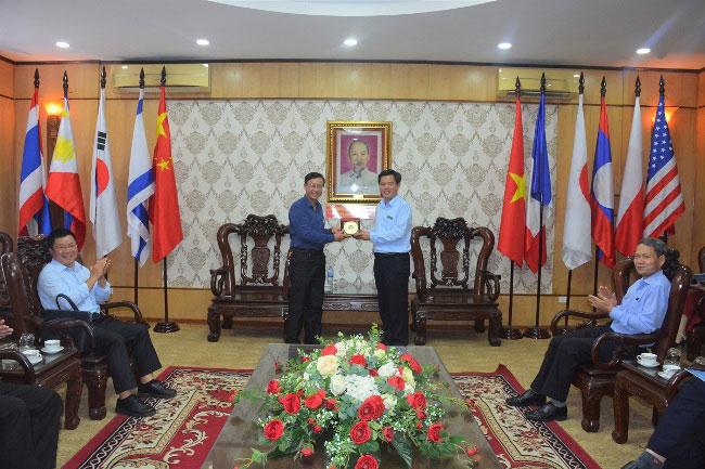 Doan cong tac cua Truong Dai hoc Dieu duong Nam Dinh toi tham va lam viec tai Truong Dai hoc Hung Vuong