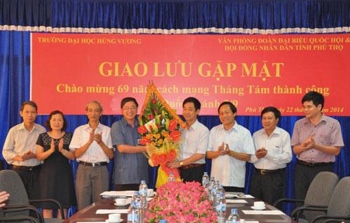 Gap mat – giao luu giua Truong Dai hoc Hung Vuong va Van phong doan Dai bieu Quoc hoi & Hoi dong nhan dan tinh