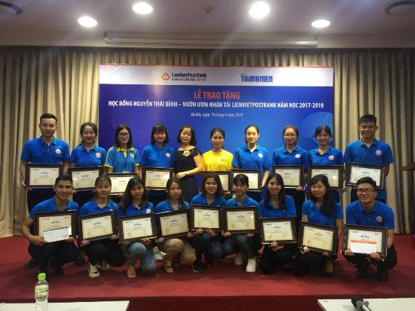 20 sinh vien Truong DH Hung Vuong duoc nhan hoc bong Nguyen Thai Binh - Vuon uom Nhan tai LienVietPostBank