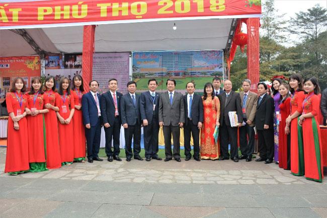 Truong Dai hoc Hung Vuong tham gia Hoi bao xuan Mau Tuat 2018