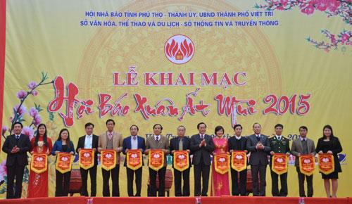 Truong Dai hoc Hung Vuong tham gia Hoi Bao Xuan At Mui 2015
