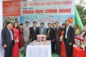 Truong Dai hoc Hung Vuong tham gia Hoi Bao Xuan Dinh Dau 2017