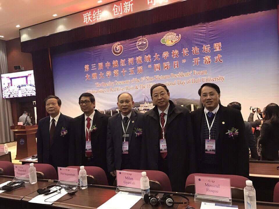 Truong Dai hoc Hung Vuong tham gia Dien dan Hieu truong cac truong dai hoc luu vuc song Hong tai Truong Dai hoc Dai Ly – Trung Quoc