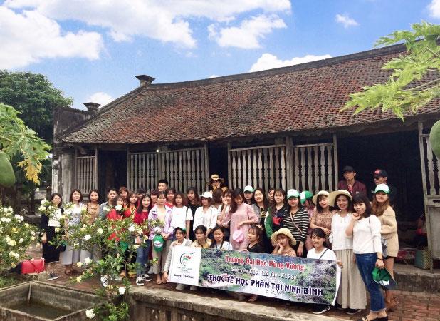 Sinh vien Khoa Khoa hoc Xa hoi va Van hoa Du lich hoc tap thuc te tai tinh Ha Nam va Ninh Binh