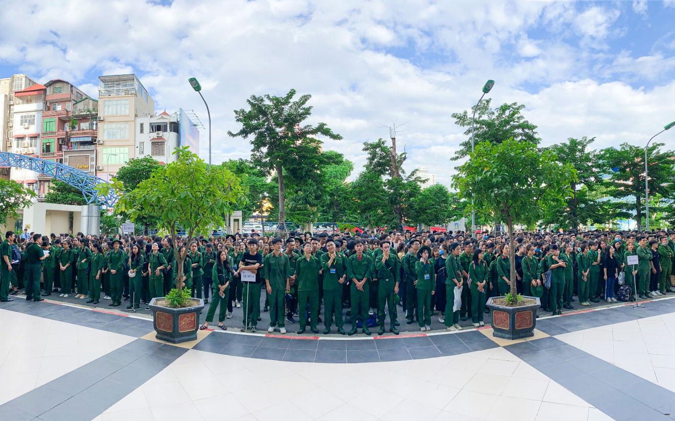 Hon 600 sinh vien Truong Dai hoc Kinh te Quoc dan chinh thuc tham gia khoa hoc Giao duc quoc phong an ninh tai HVU