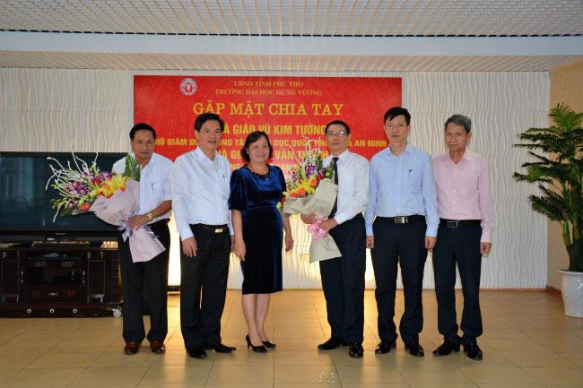 Gap mat chia tay Nha giao Vu Kim Tuong va Bui Van Thanh nghi che do huu tri