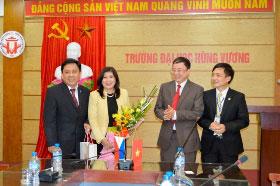 Ong Noel Servigon – Dai su dac menh toan quyen nuoc Cong hoa Philippin den tham va lam viec voi Truong Dai hoc Hung Vuong