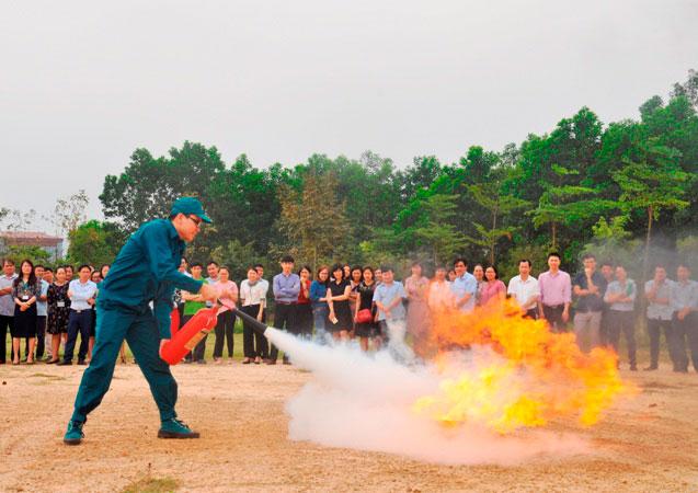 Truong Dai hoc Hung Vuong to chuc tap huan, luyen tap phong chay chua chay cho can bo, giang vien, cong nhan vien nam 2019