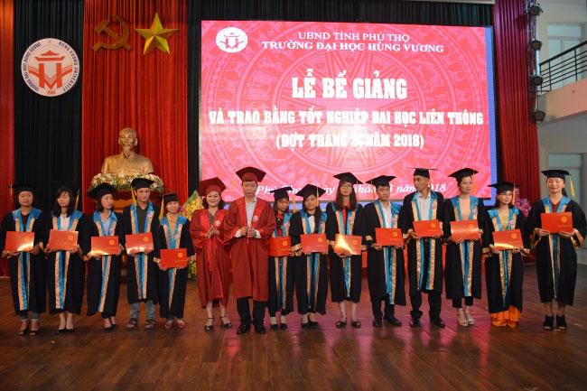 Le Be giang va trao bang tot nghiep cac lop Dai hoc lien thong (dot thang 3 nam 2018)