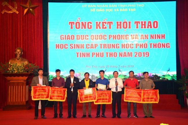Be mac Hoi thao GDQP&AN hoc sinh cap THPT tinh Phu Tho nam 2019