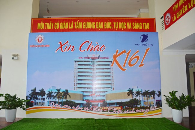 San sang chao don Tan sinh vien K16 nhap hoc