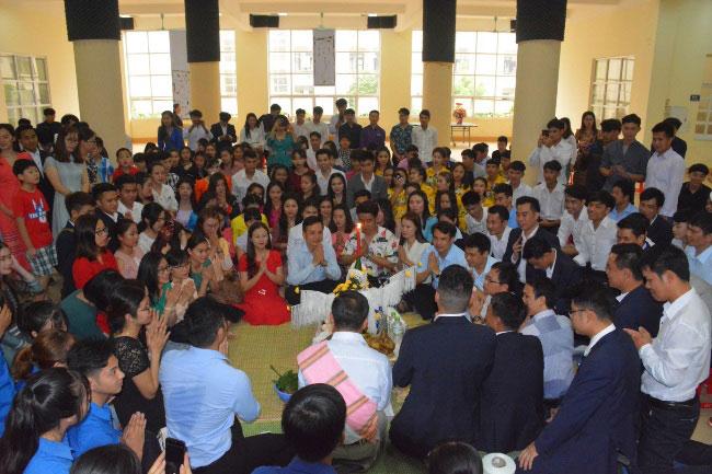 Luu hoc sinh nuoc CHDCND Lao tung bung to chuc don Tet co truyen Bunpimay nam 2019 (nam 2562 Phat lich)