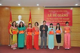 Truong Dai hoc Hung Vuong to chuc Be giang va trao bang tot nghiep Trung cap chuyen nghiep khoa 2014-2016