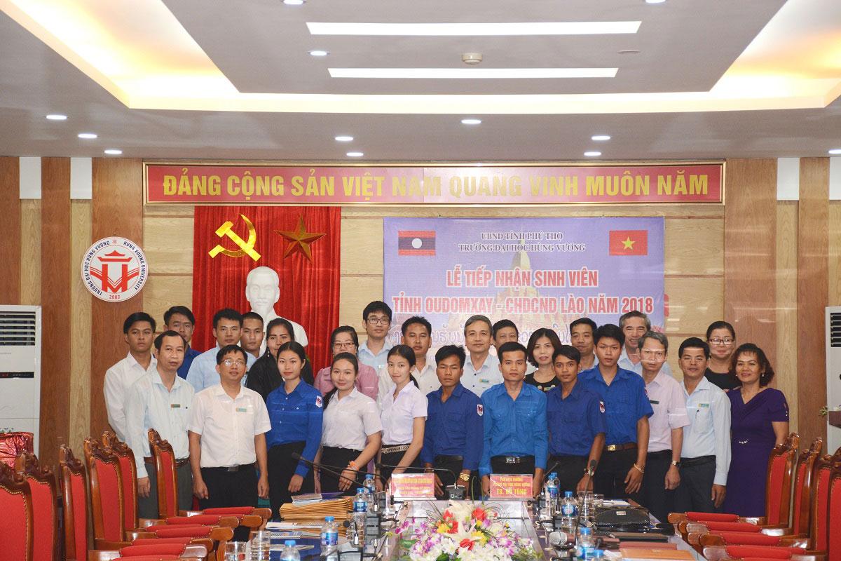Le tiep nhan sinh vien nuoc Cong hoa Dan chu Nhan dan Lao thanh cong tot dep