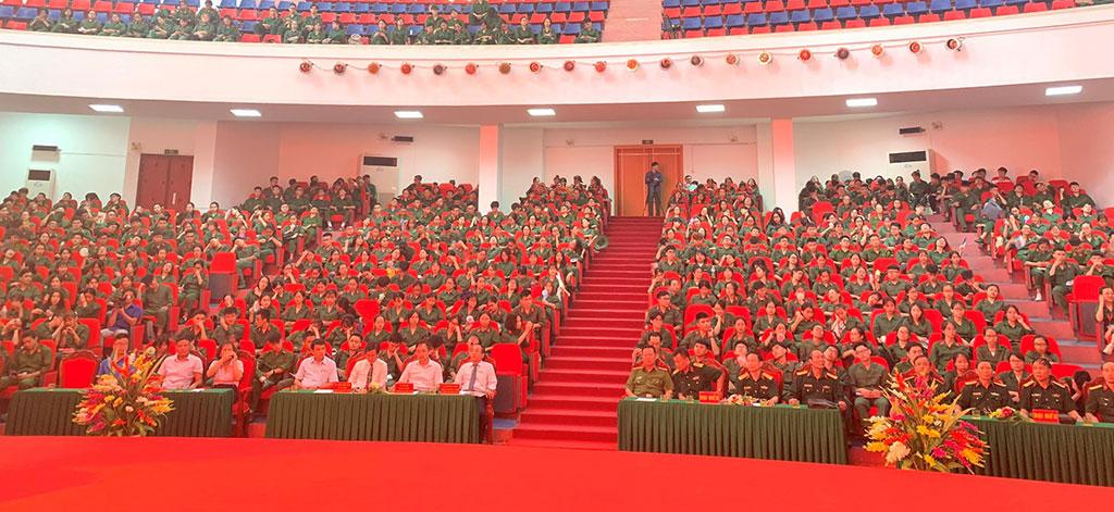 Le Khai mac khoa hoc GDQP&AN cua sinh vien NEU tai Truong Dai hoc Hung Vuong thanh cong tot dep