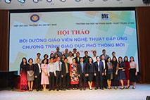 """Truong Dai hoc Hung Vuong tham du Hoi thao """"Boi duong giao vien nghe thuat dap ung chuong trinh giao duc pho thong moi"""""""